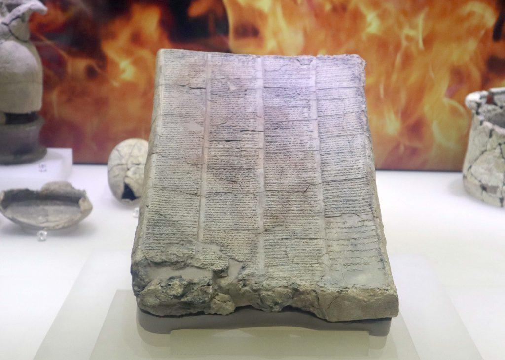 Çivi yazısı anlaşmalardan bir örnek.